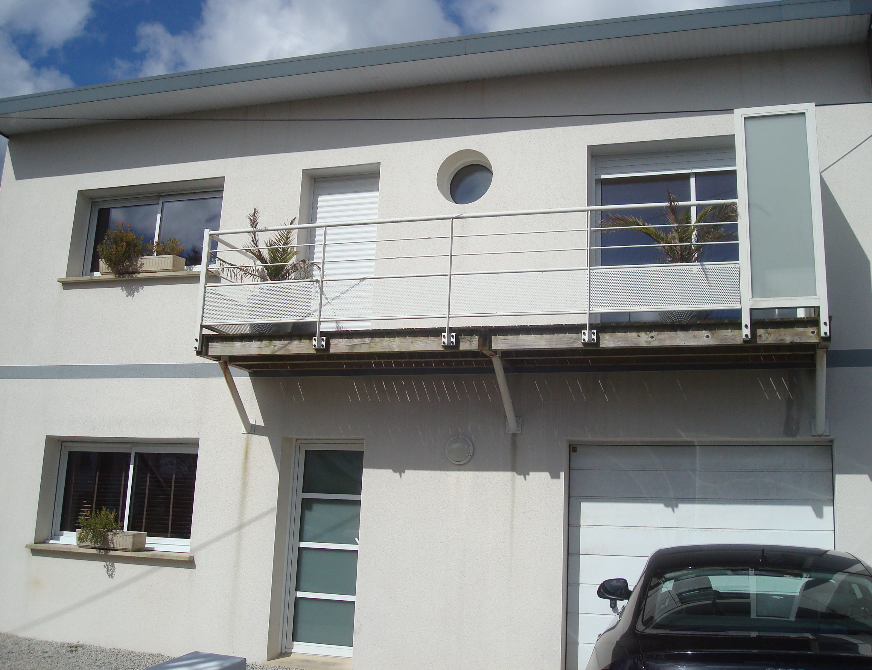Exclusivit belle maison contemporaine brest rive gauche for Garage rive droite
